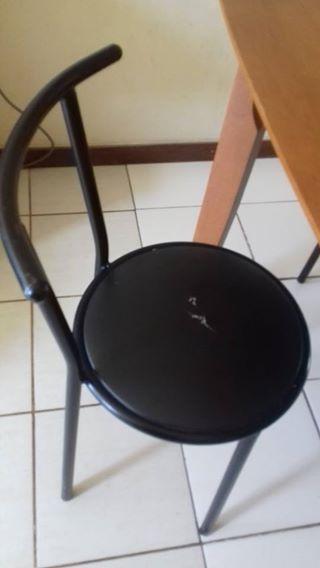 cadeiras com alguns graves